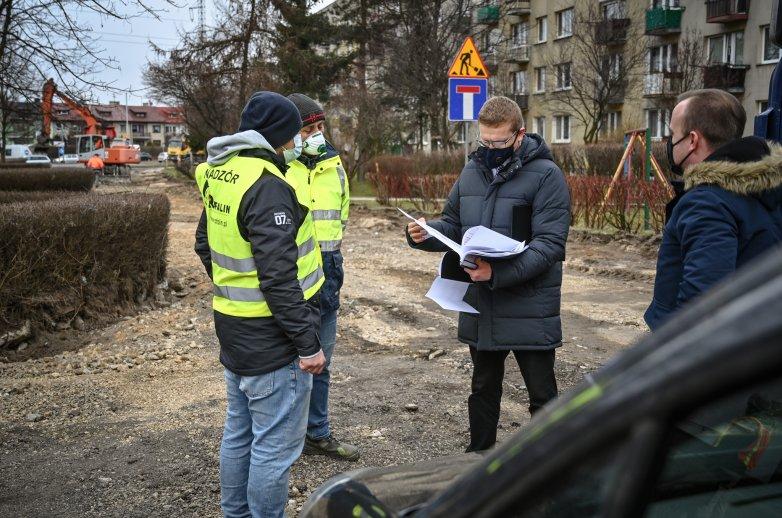 Prezydent Miasta Krzysztof Matyjaszczyk wizytuje przebudowywany łącznik ulic:  PCK, Obrońców Poczty Gdańskiej i Obrońców Westerplatte