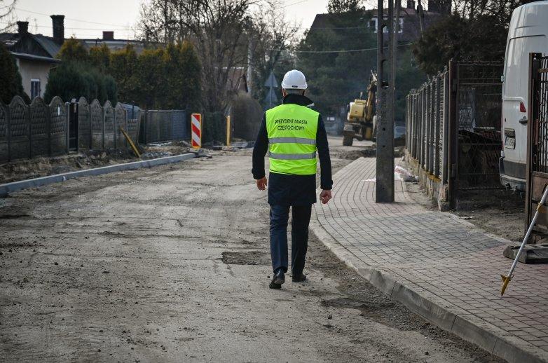 Prezydent Miasta Częstochowy na remontowanym odcinku ulicy Brzezińskiej